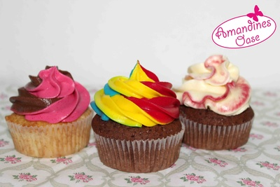 buntes Frosting | Color Swirl & Rainbow Cupcakes